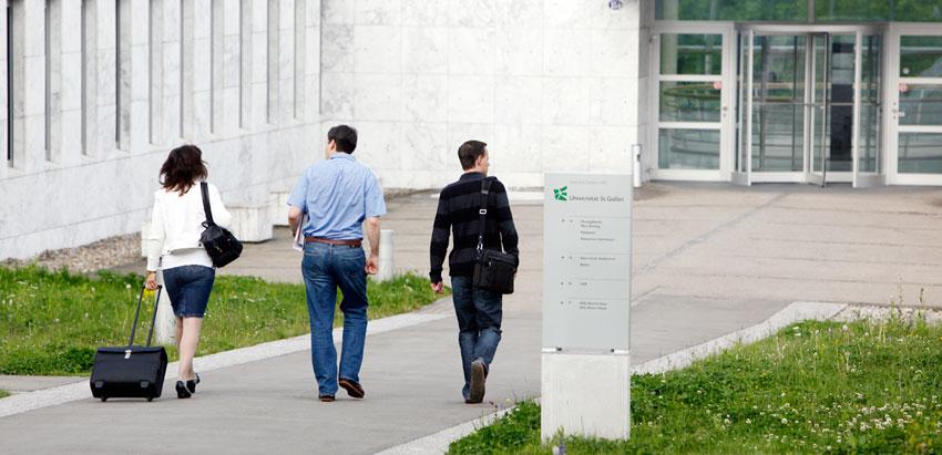 Financial Governance: Weiterbildungszentrum Holzweid Eingang